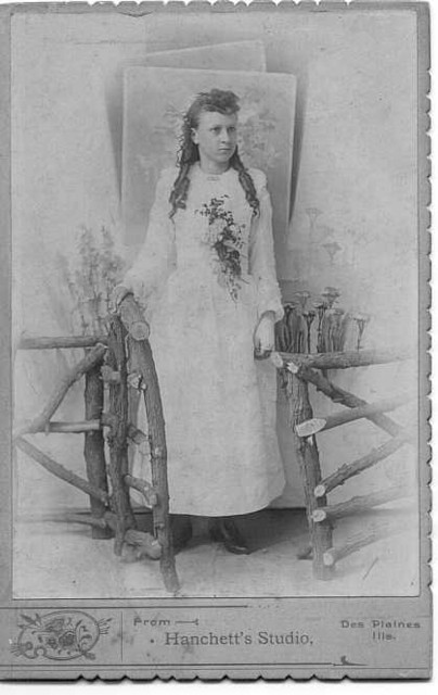 Bertha Wischsdadt Dunteman (1869-1951) as a young girl, date unknown.