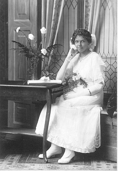 Laura Dunteman Fessler (1900-1987) at her conrfirmation, circa 1916.