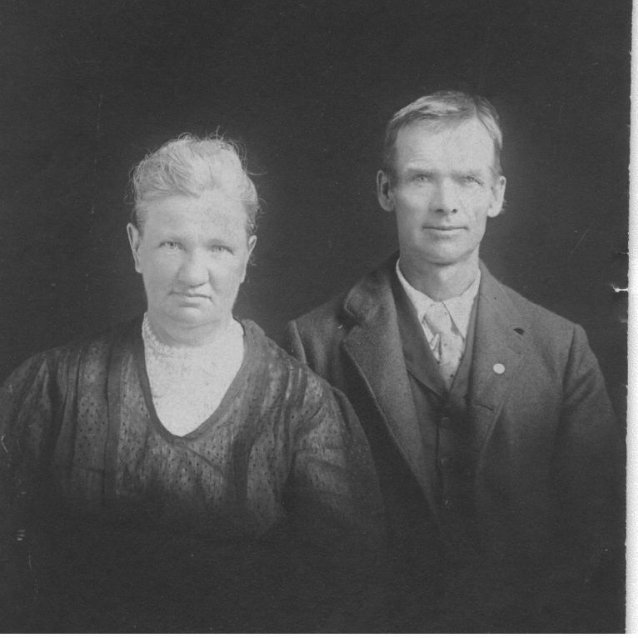 William Duntemann 1849-1921 and his wife Wilhelmina Nuernberg Duntemann 1859-1926. Date of photo is unknown, but probably 1900-1910.
